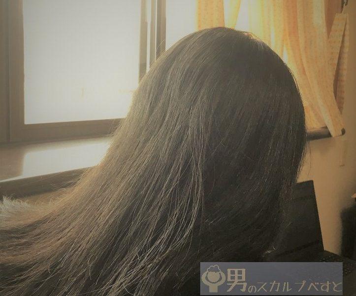 オーロラシャンプーを使用した女性の髪